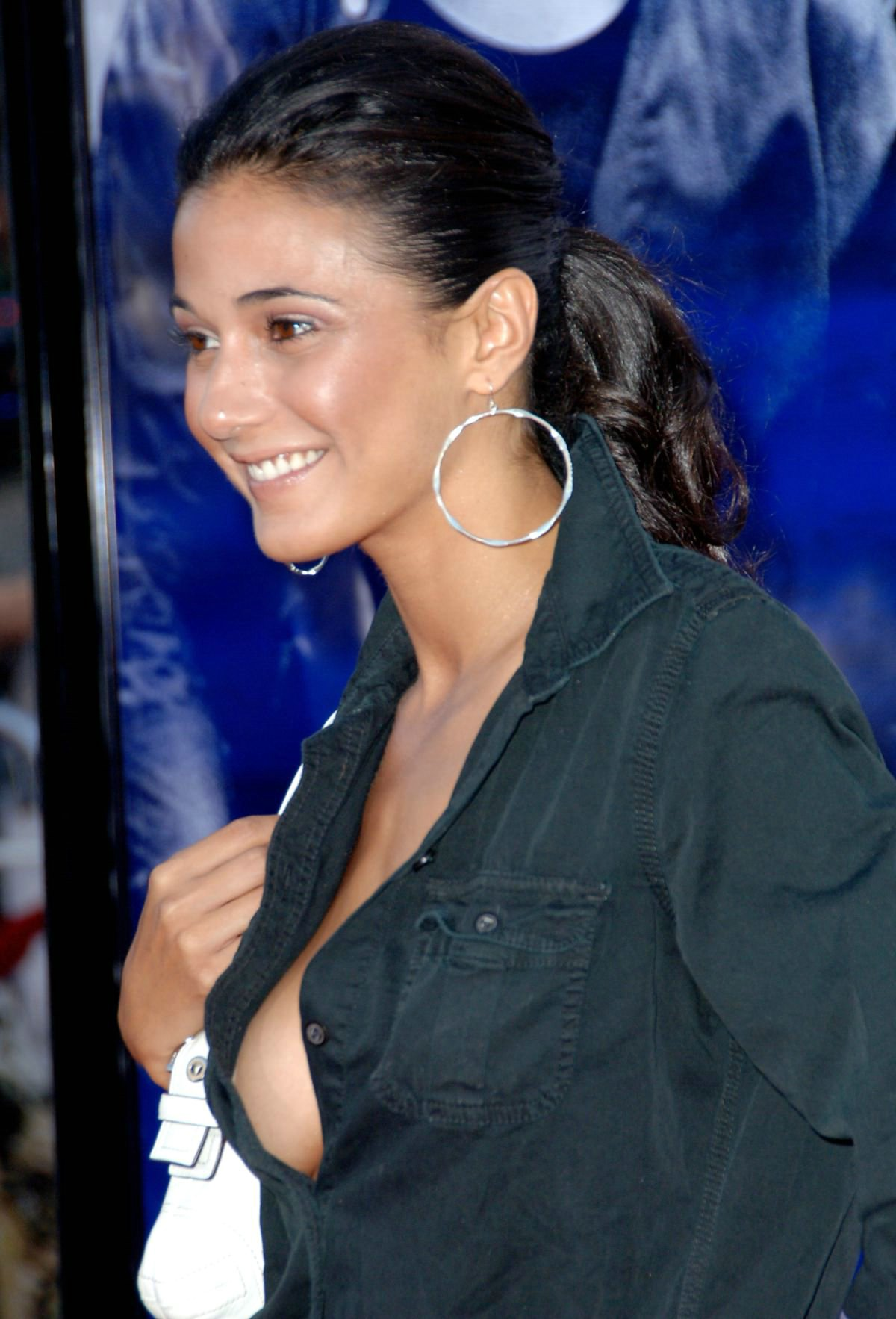 nude and sexy emmanuelle chriqui