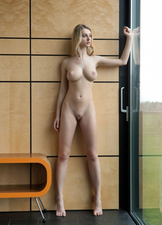 Hot_Model_4