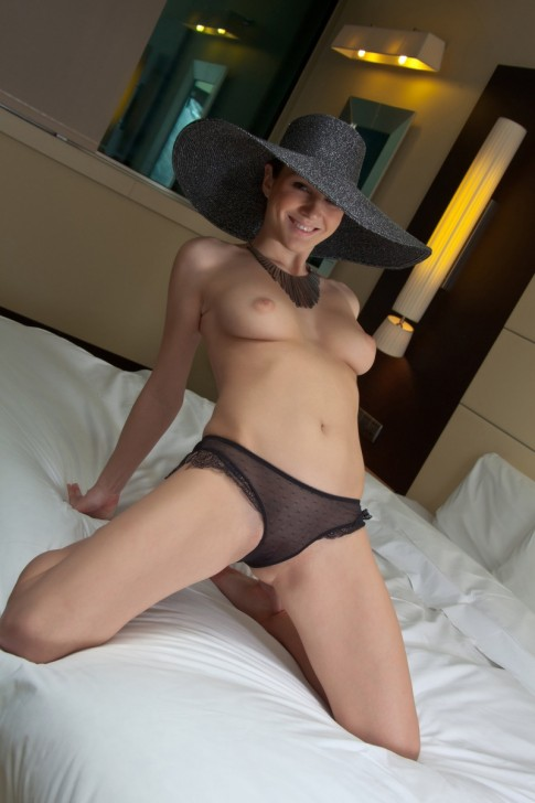 Hot_Wife_2
