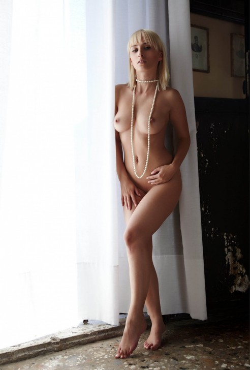 Hot_Model_10