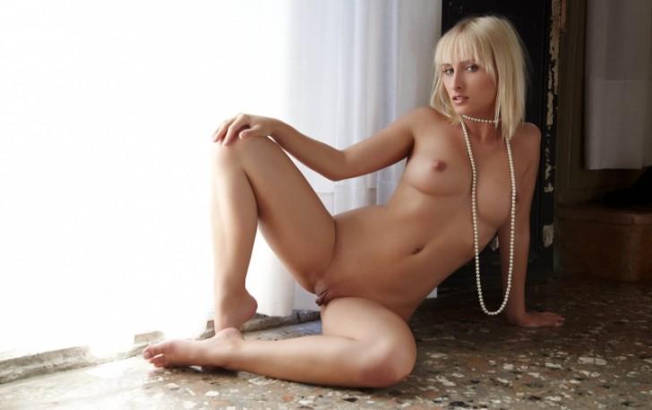 Hot_Model_19